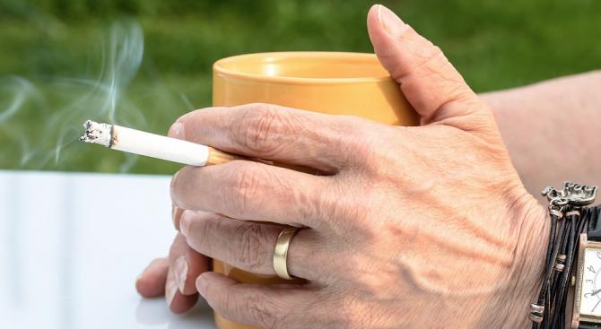 Пушенето състарява кожата и образува бръчки по лицето