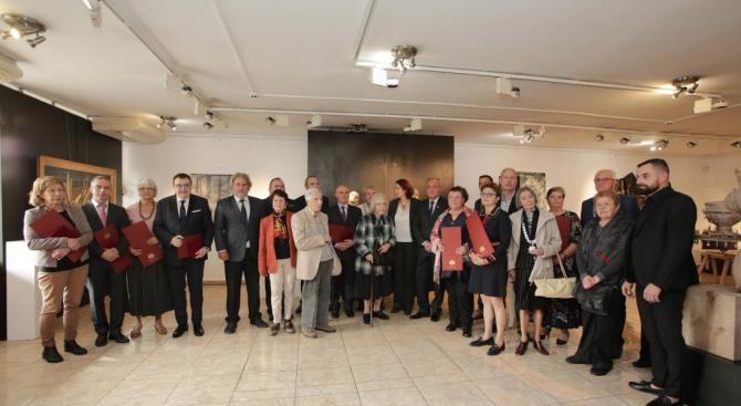 40 културни дейци и институции бяха наградени с отличия на Министерство на културата