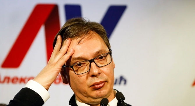 Сръбският президент се конфронтира с демонстранти пред националната телевизия