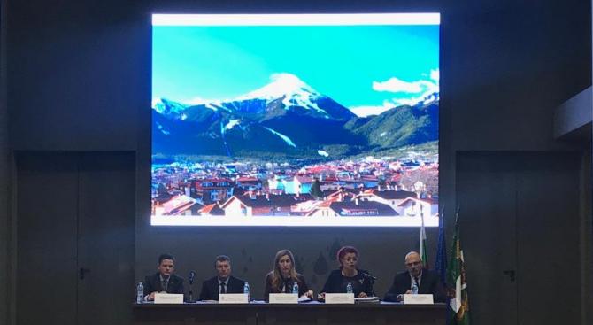 Министър Ангелкова проведе среща с контролните органи в Банско за подготовка на зимния сезон