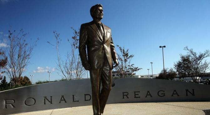 Статуя на Роналд Рейгън бе открита в Берлин