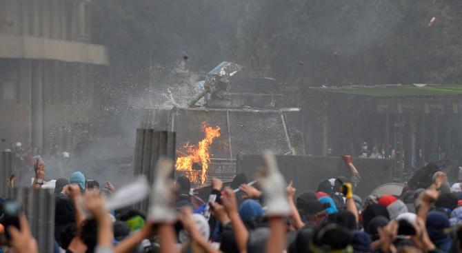 Десетки хиляди чилийци отново излязоха на протест с искане за достоен живот
