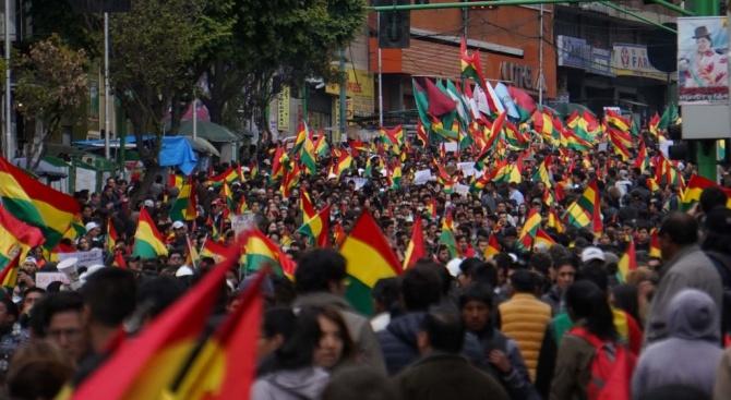 Протестиращи окупираха две държавни медии в Боливия