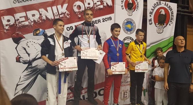 "Два златни и два бронзови медала за Таекуондо Хоук - Банско на ""Оупън Перник"" 2019"
