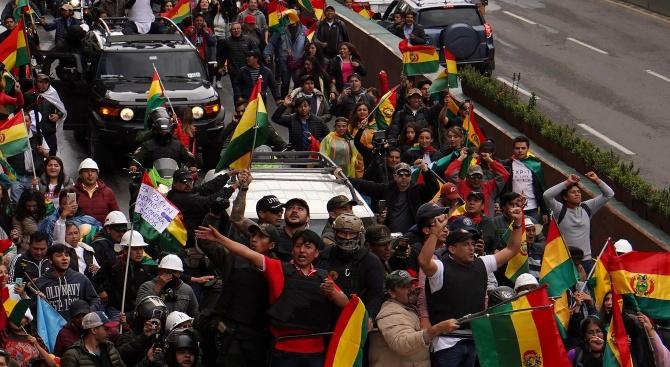 Привърженици на Ево Моралес блокираха пътя към главното летище в Боливия