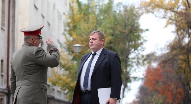 Каракачанов разкри какво поставя по-високи изисквания към способностите на въоръжените сили