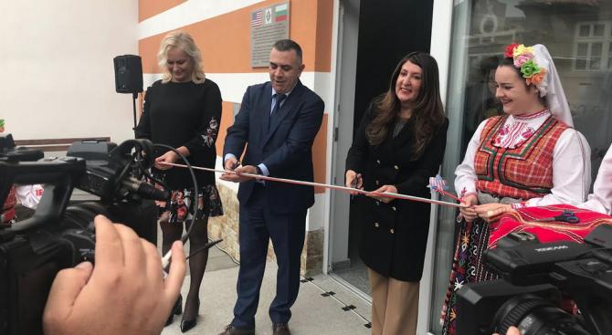 Посолството на САЩ в София изгражда защитено жилище за възрастни с умствени увреждания