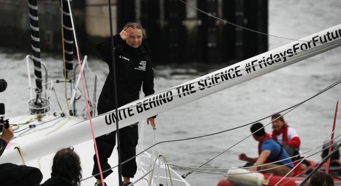 Грета Тунберг отплава от САЩ за Европа с катамаран