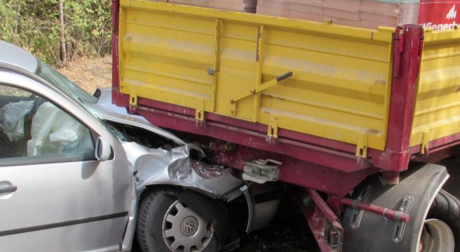 Жестока катастрофа между кола и камион, мъж е загинал на място