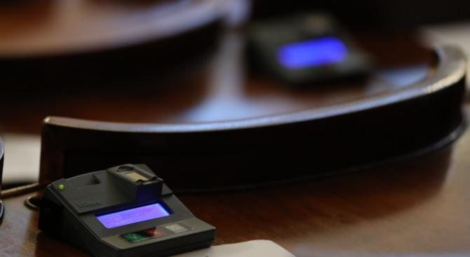 Депутатите приеха на първо четене един закон за 19 минути