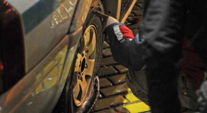 Срязаха гумите на колата на председателя на Общинския съвет в Ново село