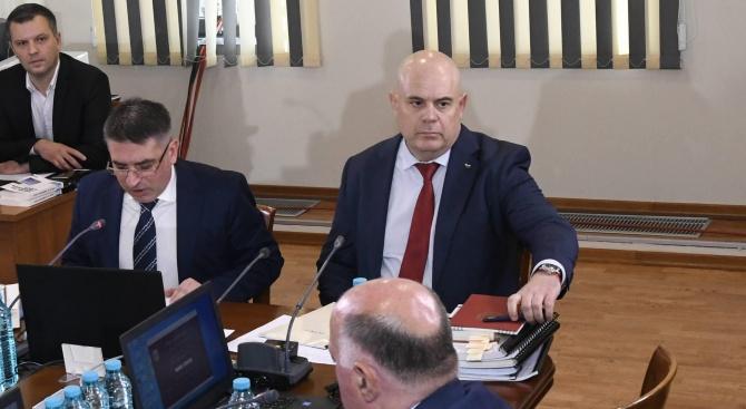 Съдии от ВКС и ВАС: Данаил Кирилов и Иван Гешев уронват авторитета на съдебната власт