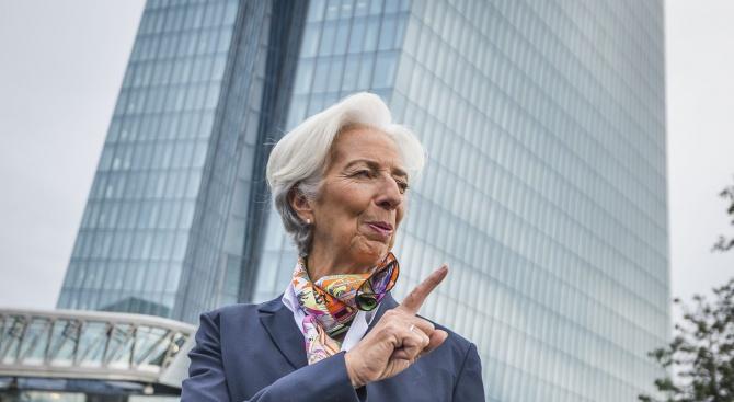 Кристин Лагард представи екипа си в ЕЦБ, съставен само от мъже