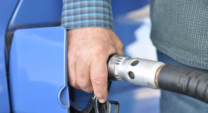 550 литра дизелово гориво са откраднати от товарен автомобил