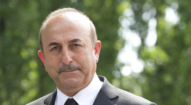 Чавушоглу: Турция е готова да възобнови военната операция в Сирия