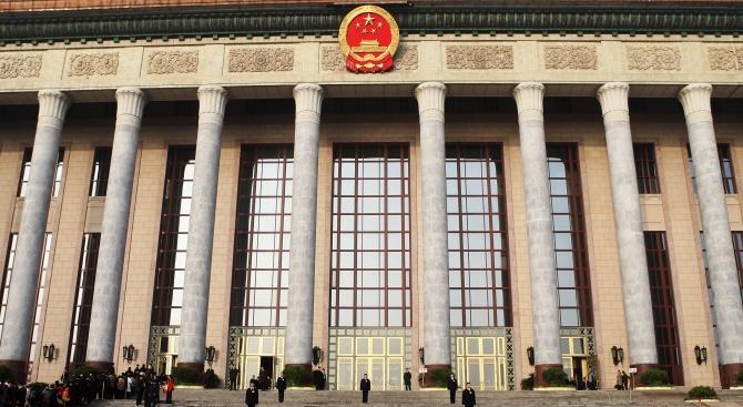Пекин заяви, че е единствената власт, която може да взема решения за хонконгската конституция