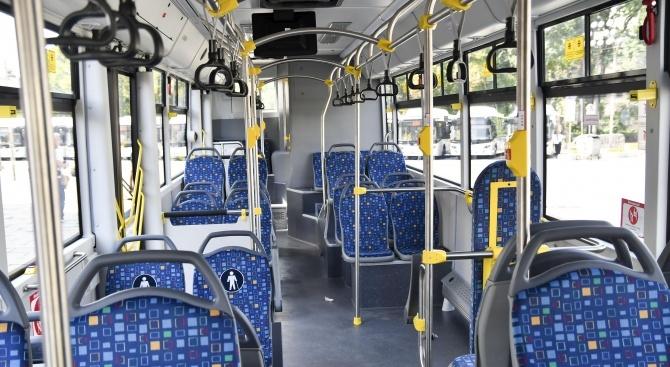 Автобус спря рязко, 75-годишна пострада