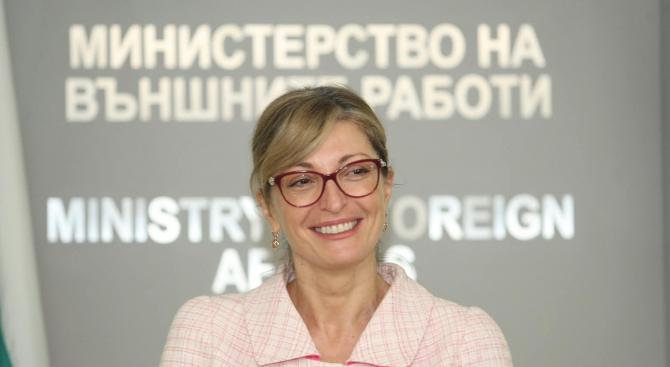 Екатерина Захариева ще участва в среща на външните министри от НАТО