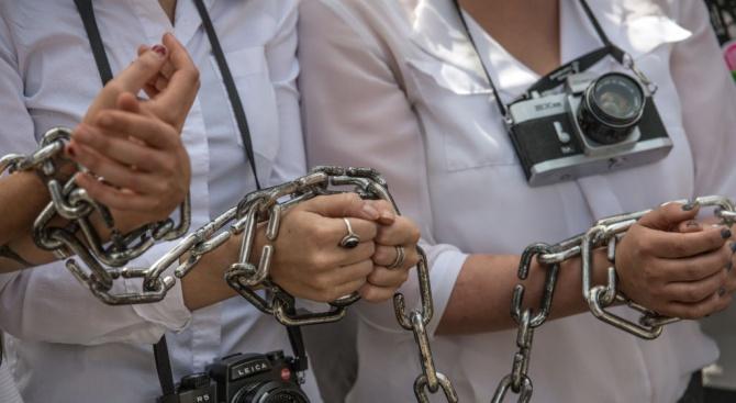 Над 120 журналисти са по затворите в Турция