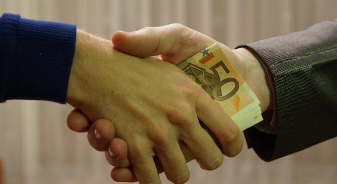 Осъдиха трима членове и секретар на ТЕЛК за подкупи