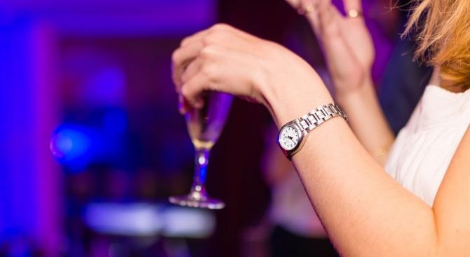 Бар в Дубай предлага безплатни питиета на жените в зависимост от теглото им