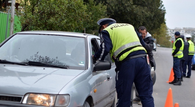 Мъж с незаконни стоки опита да подкупи полицаи
