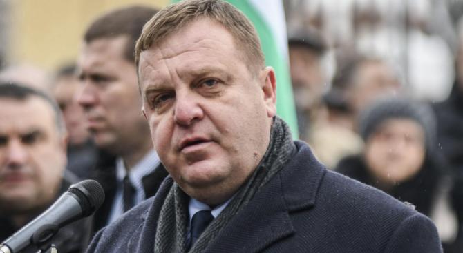 Каракачанов към Кънев: Не сте изпратен в ЕП, за да обслужвате интересите на розово-зелените марионетки