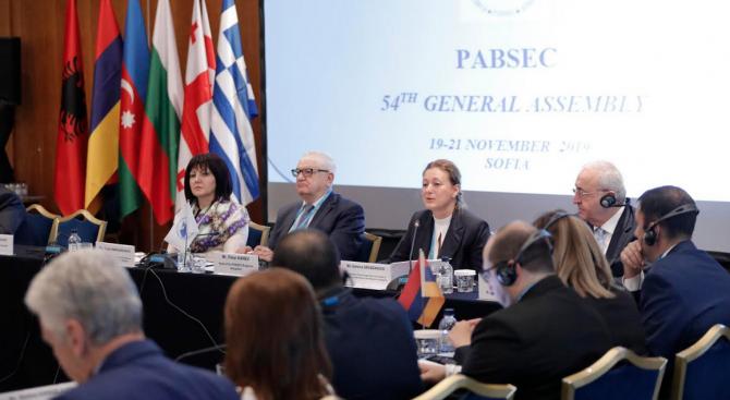 Перспективите за развитие на сътрудничеството между ЕС и ЧИС обсъдиха в София представители на парламентите на държавите от Черноморския регион