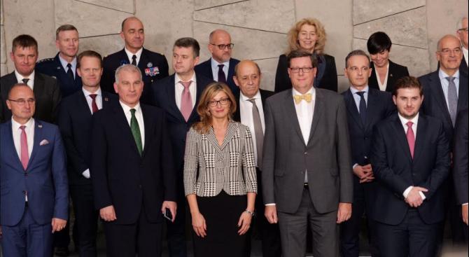 Захариева пред колегите си в НАТО: България тази година надхвърли 3 % от БВП в разходите си за отбрана