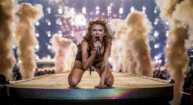 """Тейлър Суифт ще получи първата награда """"Жена на десетилетието"""" на """"Билборд"""""""
