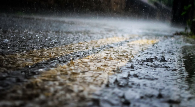 Жълт код за обилни валежи в 7 области на страната