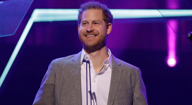 Принц Хари е с най-хубава усмивка сред младите членове на кралското семейство