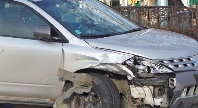 15-годишни тийнейджъри задигнаха кола и катастрофираха