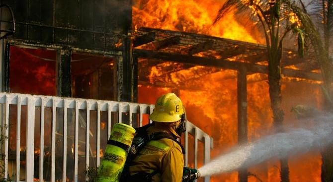 Австралийски пожарникар бе обвинен в палеж