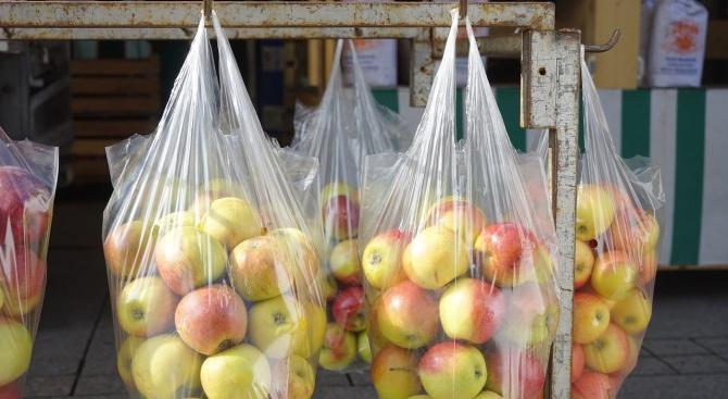 Раздават храна на нуждаещите се в Кърджалийско