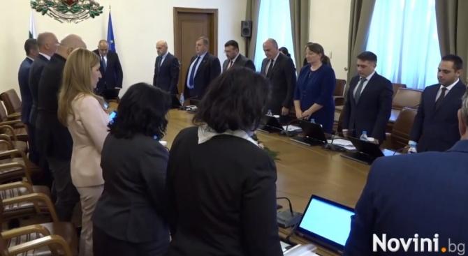 Всички на крака в Министерския съвет в памет на Ламбо