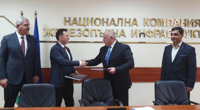 Подписаха договора за строителство на жп участък Елин Пелин-Вакарел