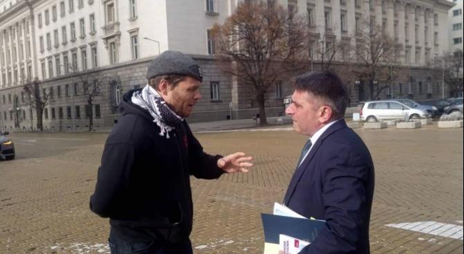 Полфрийман причака министър Кирилов на жълтите павета