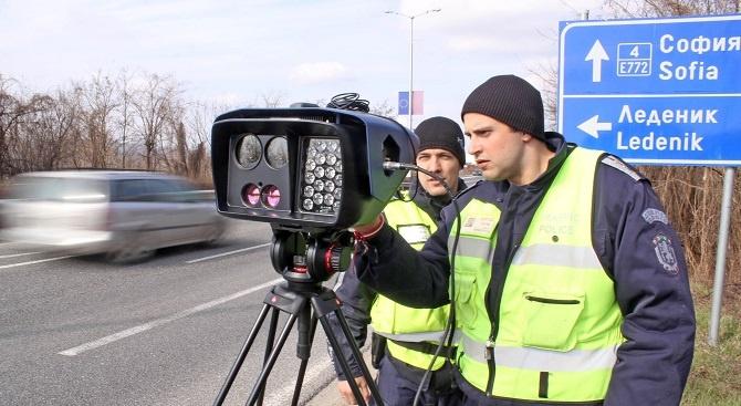 Новите мобилни камери засичат нарушителите на пътя и през нощта