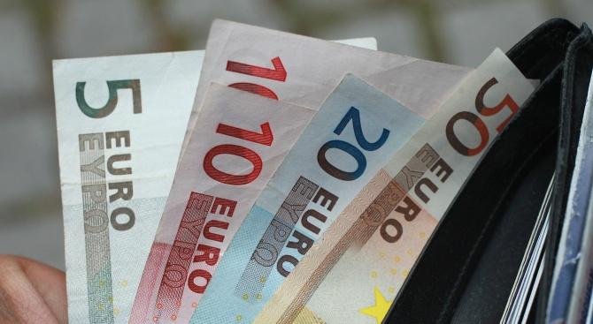 Проучване: Европейците показват рекордна подкрепа за еврото