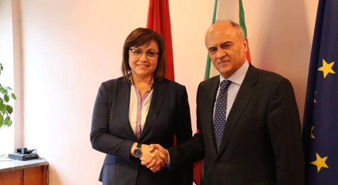 Корнелия Нинова се срещна с посланика на Гърция