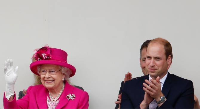 Принц Уилям похвали Елизабет Втора, че се е откроила в един мъжки свят