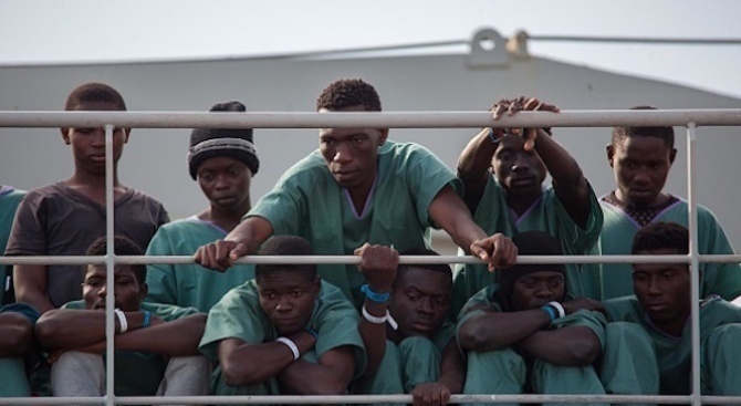 Ватикана ще приеме още 43 мигранти от остров Лесбос