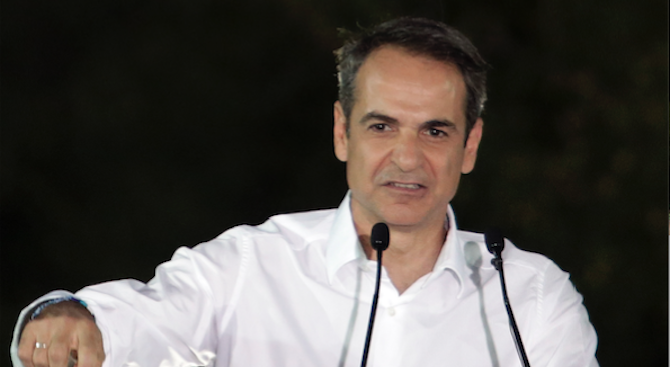 Мицотакис не е съгласен с Макрон за Западните Балкани и НАТО