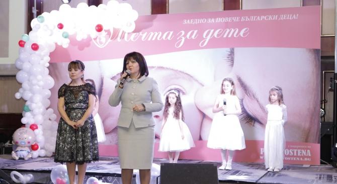 """Цвета Караянчева присъства на благотворителния Коледен бал на фондация """"Мечта за дете"""""""
