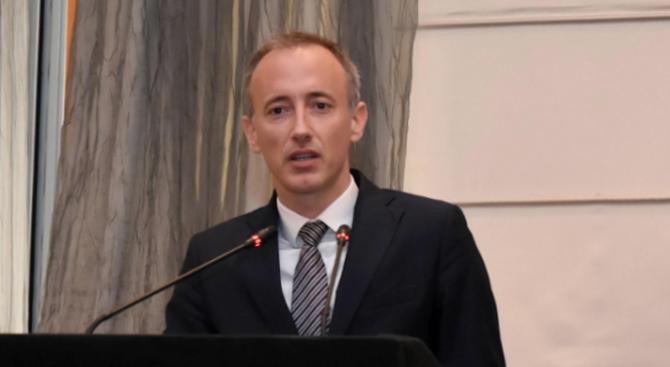 Красимир Вълчев: Не можем да рискуваме да останем без учители