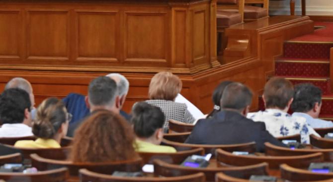 Депутатите удължиха работното си време до приемането на второ четене на Бюджет 2020