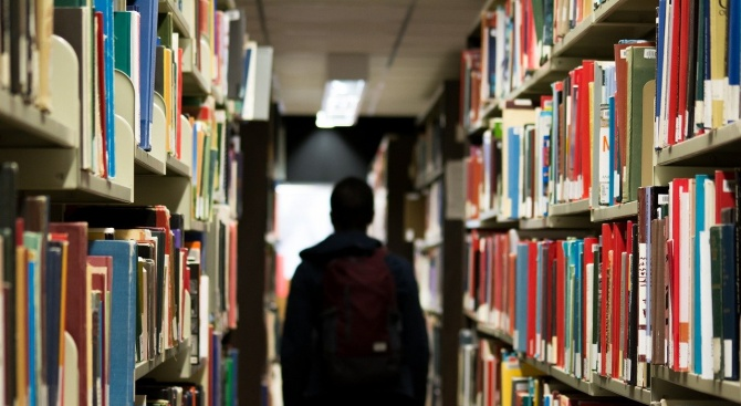 Севлиевската библиотека получи нови книги за 11 хиляди лева