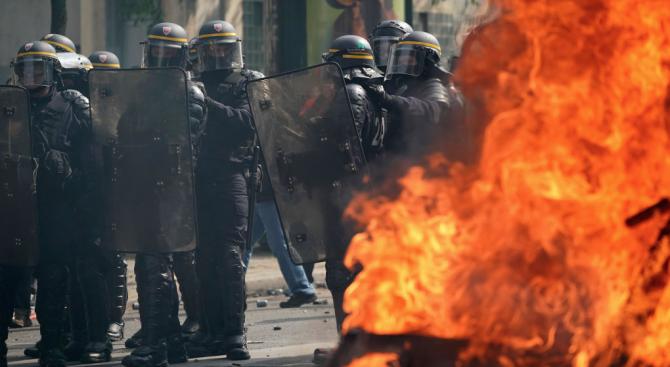 Първи инциденти в Париж по време на протестите срещу пенсионната реформа