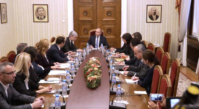 Румен Радев призова за бързо решаване на водната криза в Перник и за прозрачност и ефективност в управлението на средствата във водния сектор